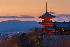 Пагода виска во время захода солнца, Киото Kiyomizu, Японии Стоковые Изображения RF