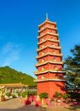 Пагода на 10 тысяч монастыре Buddhas в Гонконге Стоковая Фотография