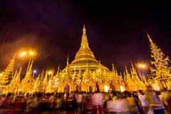 Пагода Shwedagon на ноче стоковые изображения rf