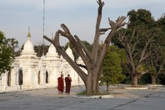 Пагода Мандалай Мьянма Kuthodaw Стоковая Фотография