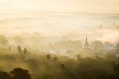 Пагода на тумане стоковое изображение