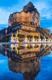 Пагода отражения старая на виске Wat Chedi Luang стоковое изображение rf