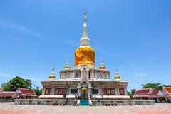 Пагода серовато-коричневого цвета Na на Maha Sarakham в Таиланде стоковые фотографии rf