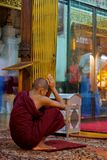 Пагода Янгон монаха Стоковые Фотографии RF