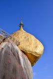 Пагода Kyaikhtiyo, Мьянма Стоковое Фото