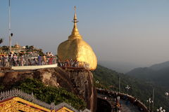 Пагода Kyaiktiyo в Мьянме Стоковые Изображения