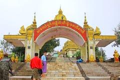 Пагода Kyaiktiyo или золотой вход утеса, Мьянма Стоковые Изображения