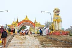 Пагода Kyaiktiyo или золотой вход утеса, Мьянма Стоковые Изображения RF