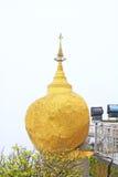 Пагода Kyaiktiyo или золотой утес, Мьянма Стоковое Изображение RF