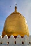 Пагода Paya бушеля золотая на реке в старом Bagan Стоковое Изображение