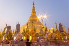 Пагода Shwedagon на зоре, Янгон, Мьянма стоковые изображения rf