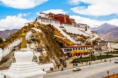 Пагоды дворца и молитвы сцены-Potala тибетского плато стоковая фотография rf