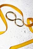 падает померанцовые кольца тесемки wedding Стоковое Изображение RF