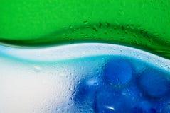 падает прозрачная вода Стоковая Фотография