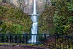 падает multnomah Орегон стоковое изображение