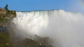 падает niagara Текущие воды Ниагарского Водопада видеоматериал