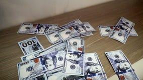 Падающ 100 долларов банкнот видеоматериал