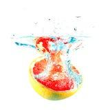 падая вода грейпфрута Стоковые Изображения RF