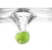 падая вода известки Стоковое Изображение