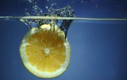 падая вода известки Стоковое фото RF