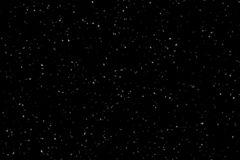 Падая снег на черной предпосылке Предпосылка зимы в чистой темноте сильный снегопад стоковые изображения