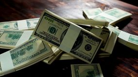 Падая штабелированная куча долларов Стоковое Изображение RF