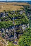 Падение воды и каньон - национальный парк Стоковые Изображения