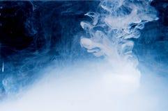 Падение в воде Стоковые Фото