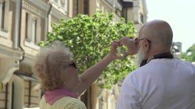 Падение в пары старшия влюбленности сток-видео
