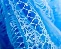 падения ванны голубые массажируют воду губки Стоковая Фотография RF