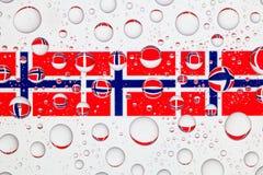 Падения воды на стекле и флаге Норвегии Стоковые Изображения