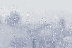 Падения воды на стеклянном окне, предпосылке текстуры стоковая фотография