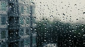 Падения дождя на специализированной части окна видеоматериал