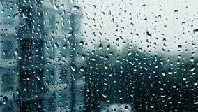 Падения дождя на специализированной части окна сток-видео