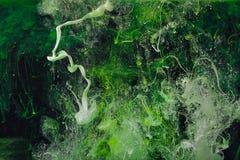 Падения краски цвета в воде ЧЕРНИЛА завихряясь под водой Стоковые Изображения RF