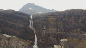 Падения ледника смычка, национальный парк Banff, Альберта, Канада сток-видео