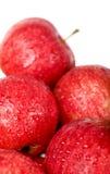 падения яблок изолировали красную зрелую воду Стоковые Изображения