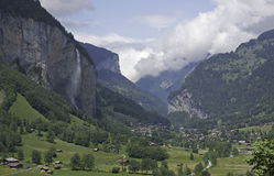 падения lauterbrunnen staubbach Швейцария Стоковые Фото