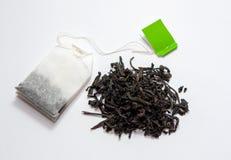 Пакетик чая с зеленым ярлыком Большой чай лист r стоковое изображение rf