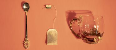 Пакетик чая, чашка и ложка стоковое изображение rf