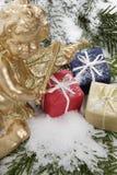 Пакеты рождества и ангел рождества, конец вверх Стоковое Изображение RF