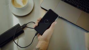 Пакет банка энергии батареи тысячелетних польз портативный акции видеоматериалы