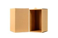 Пакет картонной коробки Брайна при крышка, изолированная на белом backgr Стоковая Фотография
