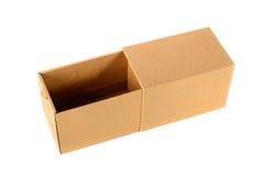 Пакет картонной коробки Брайна при крышка, изолированная на белом backgr Стоковое Изображение RF