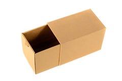 Пакет картонной коробки Брайна при крышка, изолированная на белом backgr Стоковая Фотография RF