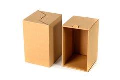 Пакет картонной коробки Брайна при крышка, изолированная на белом backgr Стоковые Изображения