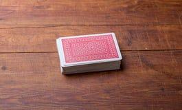 Пакет перфокарт на деревянном столе Стоковое Фото