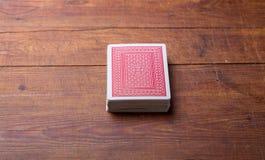 Пакет перфокарт на деревянном столе Стоковое Изображение