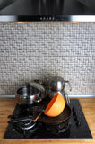 Пакостная плита кухни с баками Стоковые Фото