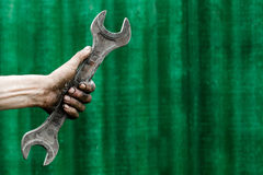 Пакостная рука с ключем Стоковые Фотографии RF